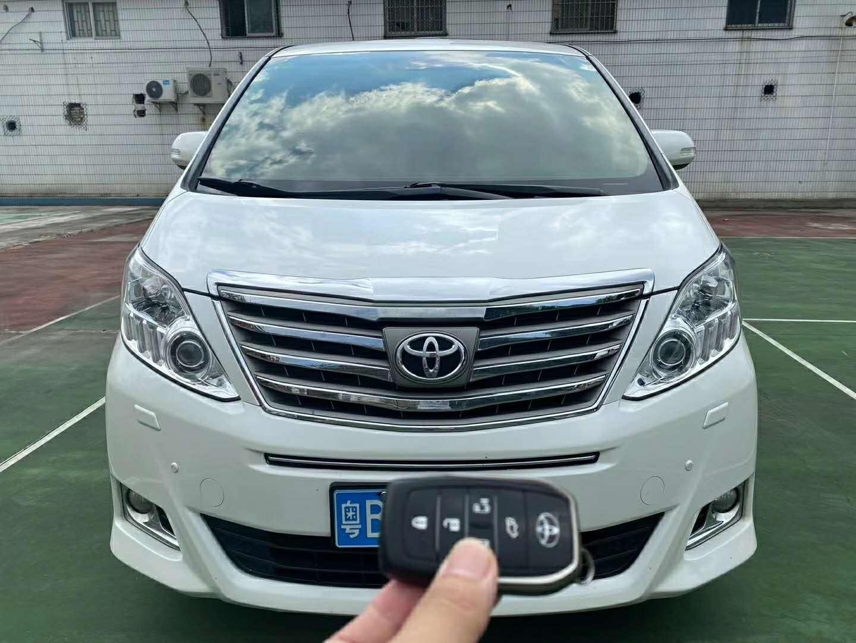 2013年10月进口丰田埃尔法3.5L自动豪华版
